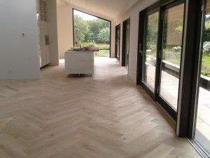 Eiken visgraat cm breed floor in flooring
