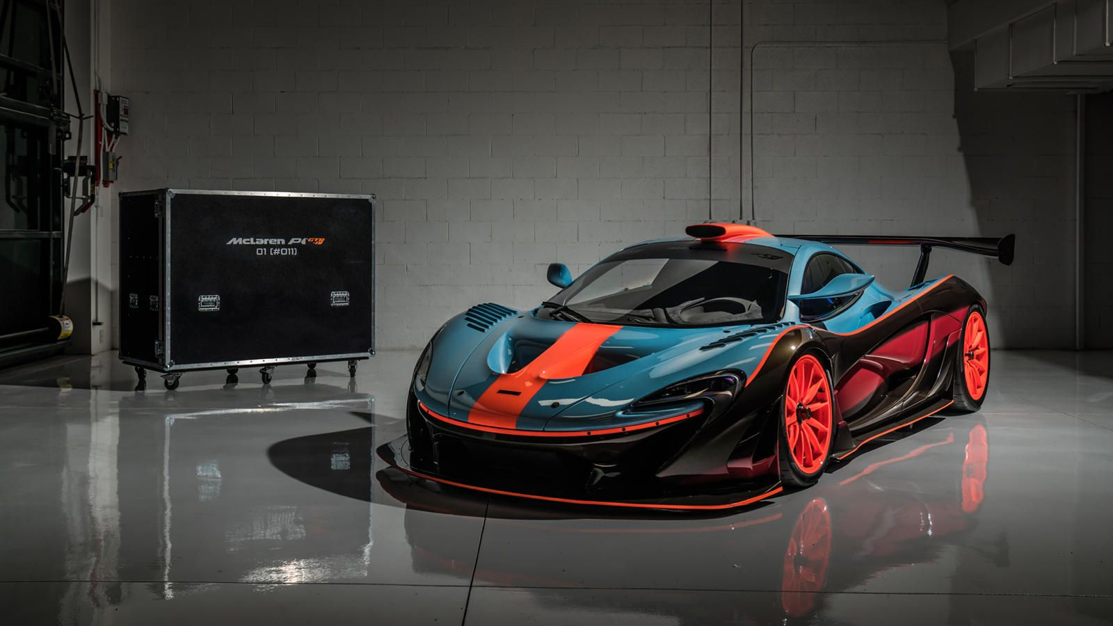 Say Hello To The Stunning And Street Legal Mclaren P1 Gtr 18 Only Six Of These Retro Inspired Beauties Are Being Built Mclaren P1 Mclaren Gtr