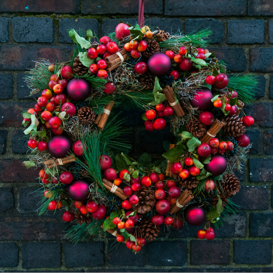 Festive Door Wreath (With images) Christmas decorations