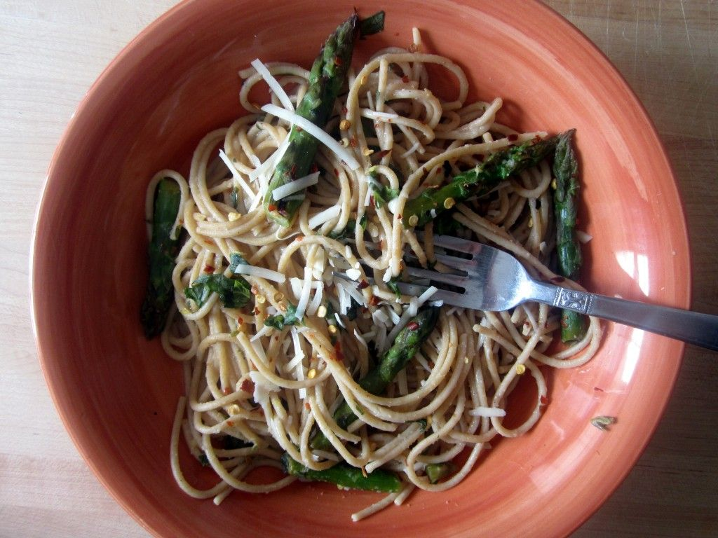 Whole Wheat Lemon Spaghetti with Asparagus | ambitiouskitchen.com #pasta