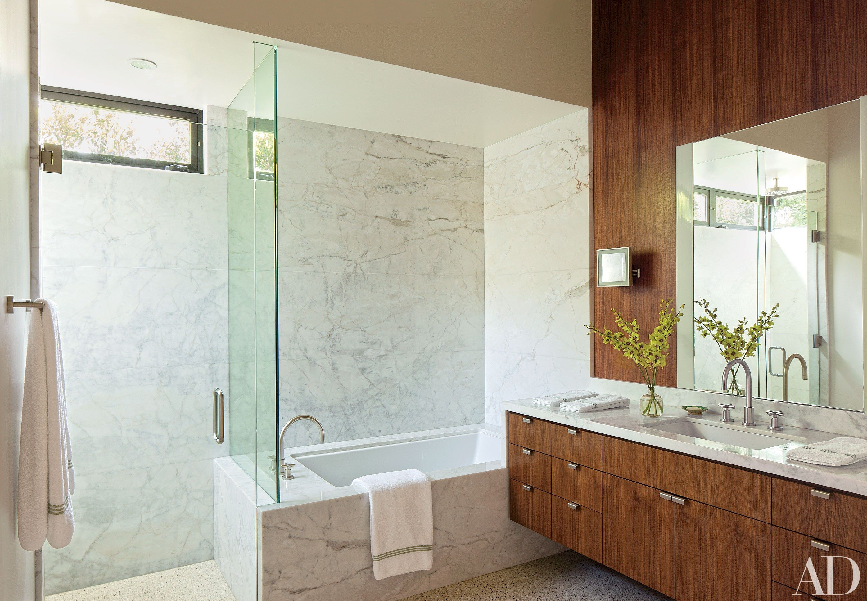 22 Baths Swathed In Graphic Marble Beverly Hills Houses