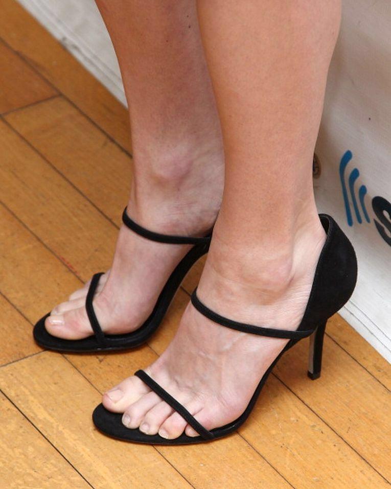 Anna faris feet and sandals pinterest anna faris anna and legs anna faris voltagebd Choice Image