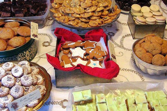 How To Host A Memorable Christmas Cookie Swap She Has Some Great