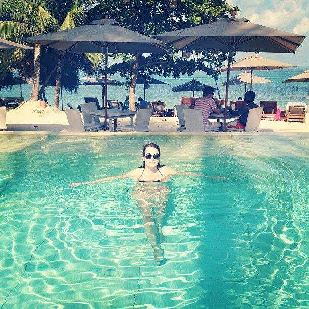 Gu. Alene i bassenget. P� 5-stjerners hotell. I Thailand. I januar. Og eg som isje liker s�nn derre skrytegreier engang. Liksom. @ SALA Samui