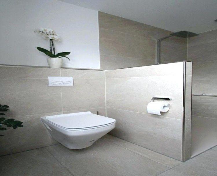 Eine Wanne Aus Stahlemaille Die Im Modernisierten Altbaubad Eine Gute Figur Macht Kleine Badezimmer Badezimmer Badezimmer Dusche Fliesen