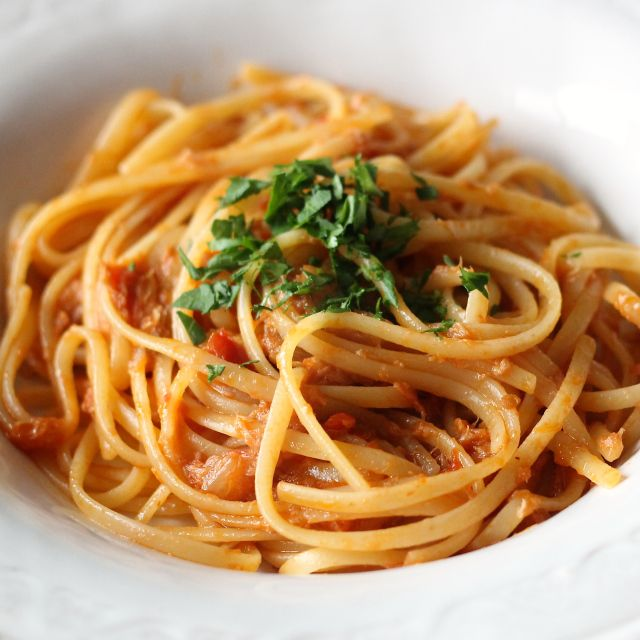 Spaghetti with Tomato Tuna Sauce