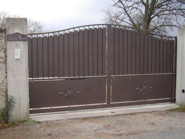 aeeb0da10452e1 Portail coulissant, portail electrique, portail automatique, portail en fer  forgé, portail bois, portail fer, portail alu, portail design