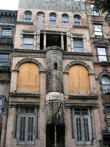 An Abandoned Building In Manhattan Ny Cornwall Everything