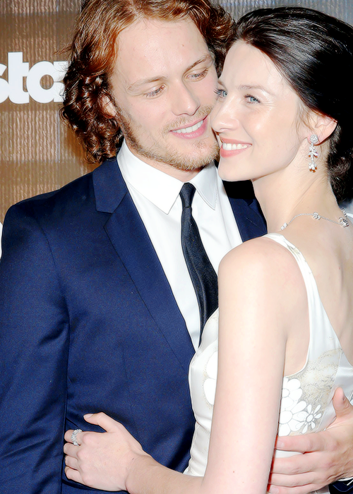 Are Sam And Cait From Outlander Dating