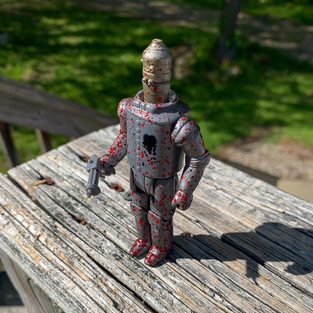 Evil tin-man!! From @ocularrhombustoys. Love the figure! ⠀ ⠀ #custom #custommade #customtoys #retrotoys #toys #actionfigures #indietoys #indietoy #resintoy #resintoys #resin #arttoy #bootleg #bootlegtoy #bootlegtoys #toymaker #customtoymaker #80s #70s #hasbro #kenner #reactionfigures #reaction