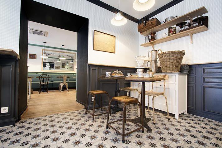 mesas sillas y taburetes de la firma francisco segarra. Black Bedroom Furniture Sets. Home Design Ideas