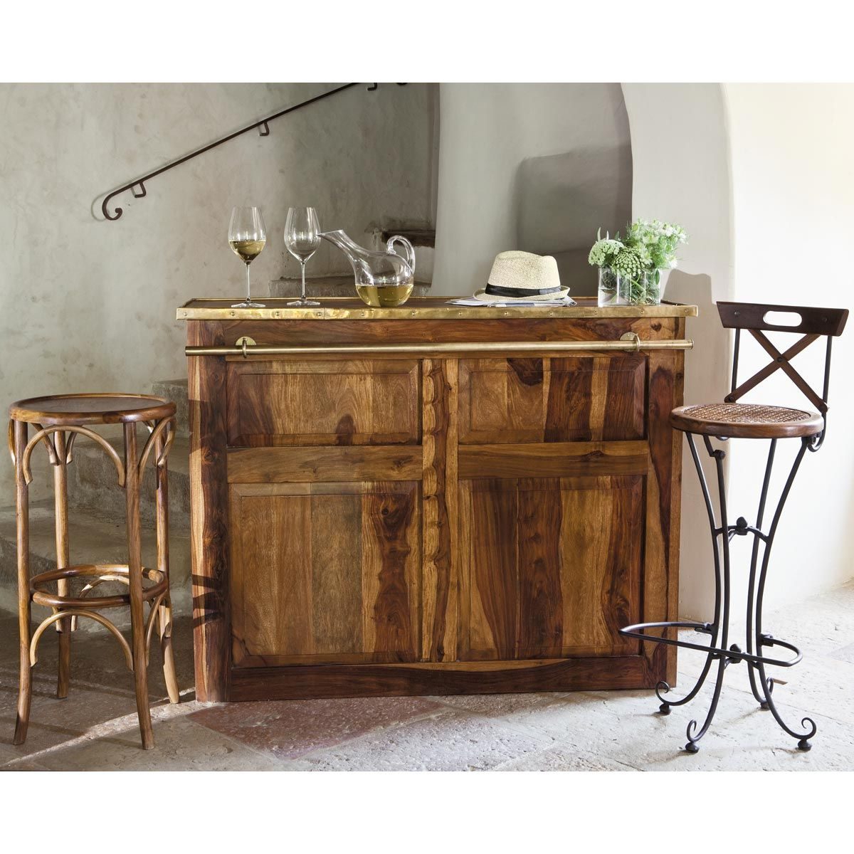meuble de bar en bois de sheesham massif l 132 cm meuble de bar bar et meubles. Black Bedroom Furniture Sets. Home Design Ideas