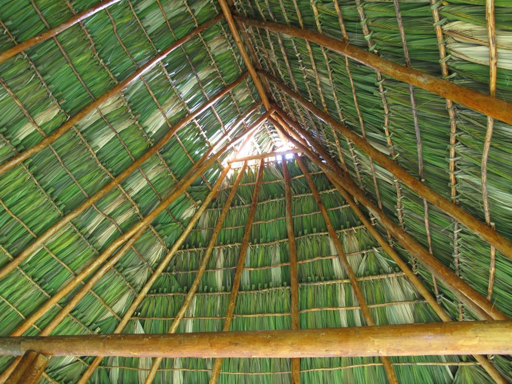 How To Weave Palm Fronds Into A Basket : How to tie on a palm frond roof tiki bar