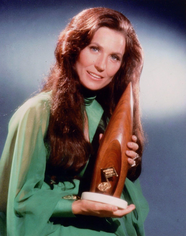 Loretta Lynn. Winning entertainer of the year 1972