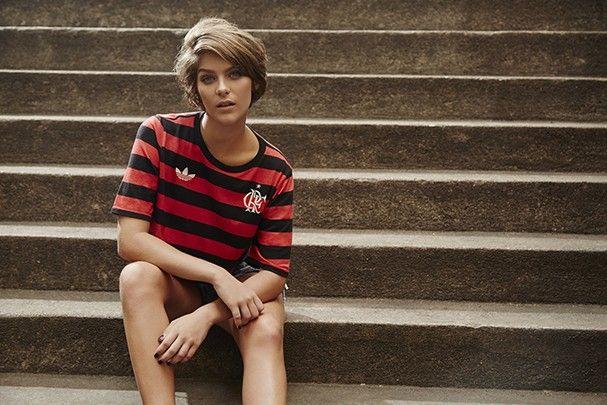 465c76683fd07 FARM + Adidas lançam a primeira camisa feminina oficial do Flamengo ...