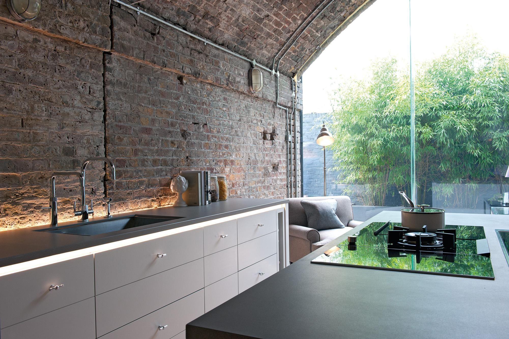 Industrie-Chic Küche mit Panoramafenster #küche #woh