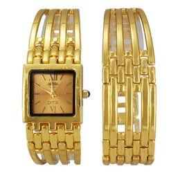 09ff6013040 Relógio de pulso quadrado dourado com bracelete