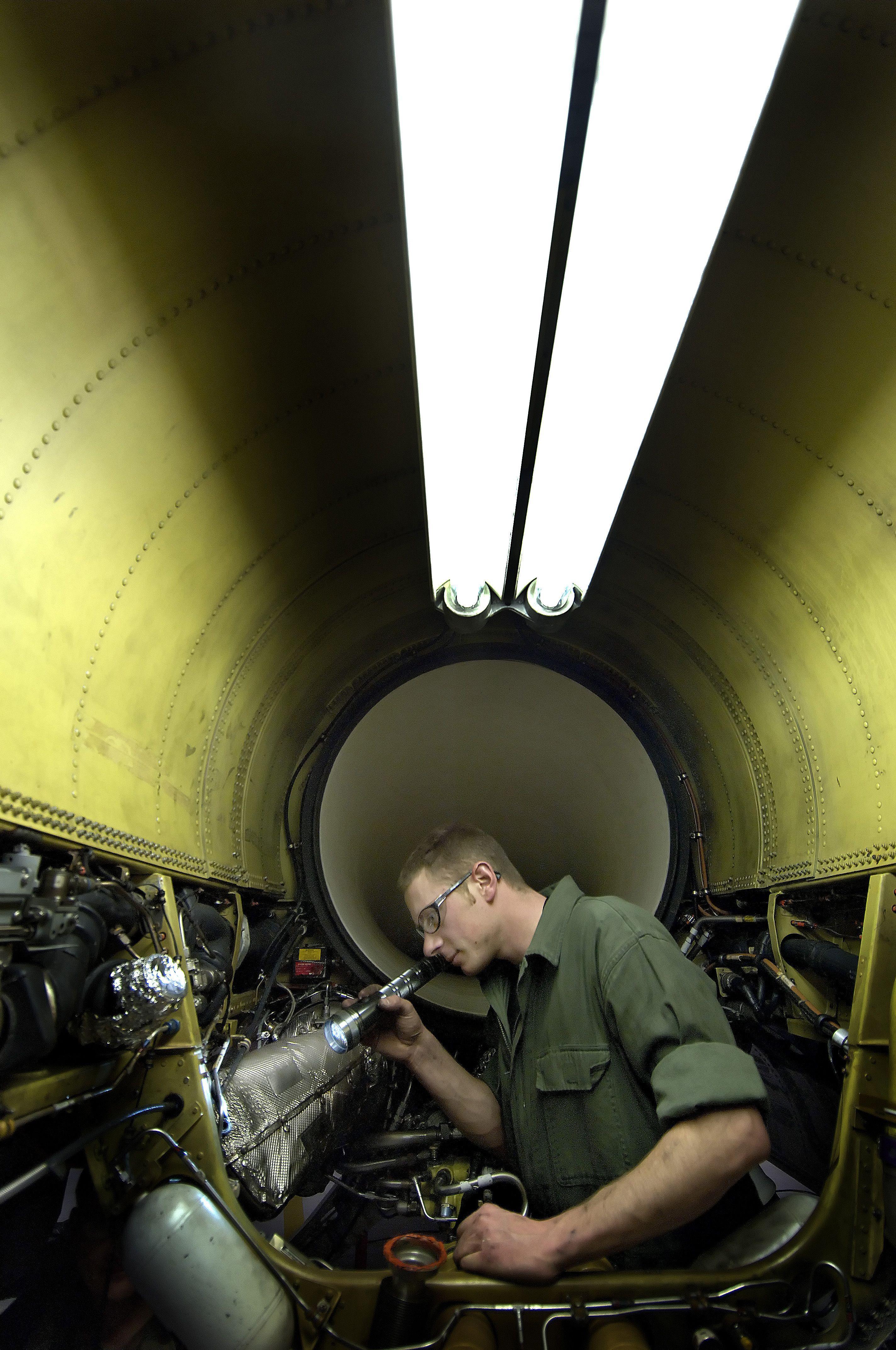 F-16CG CREW CHIEF ENGINE BAY INSPECTION | Aircraft