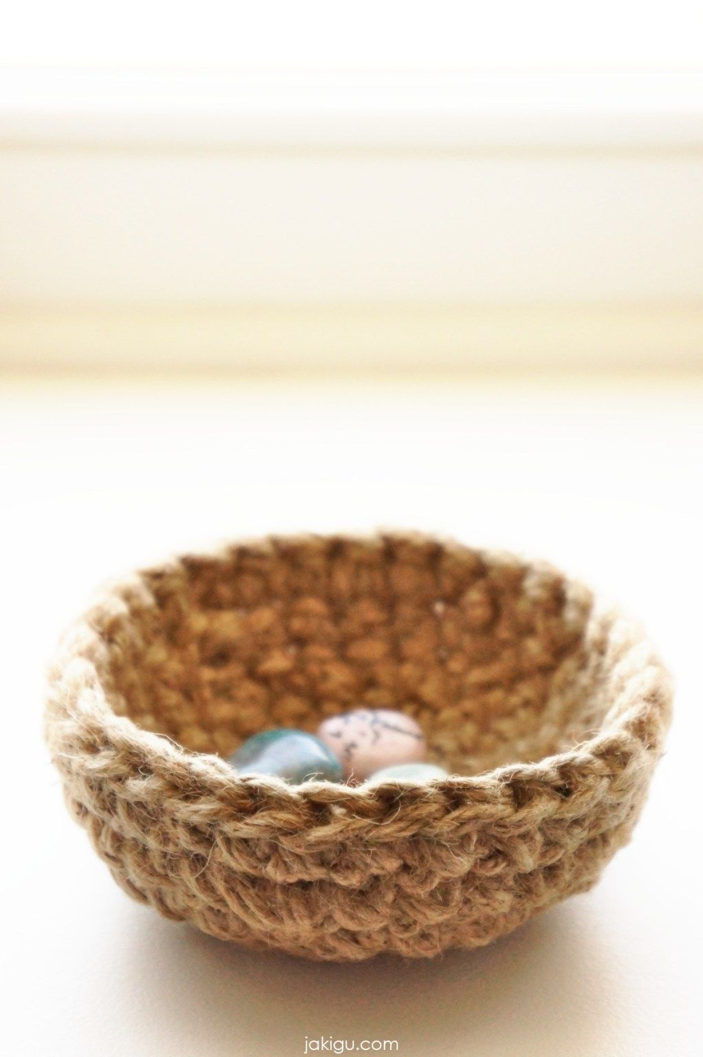Tiny Jute Bowl Crochet Pattern | jakigu.com