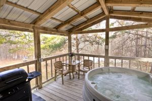Hocking Hills One Room Romatic Cabin For Couples Getaways Cabins And Cottages Getaway Cabins Cottage Rental