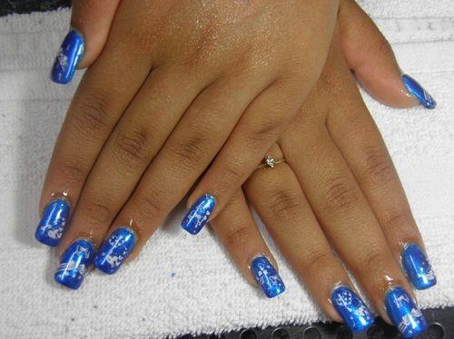 Blue nail art with blkue nail polish and white flowers nail blue nail art with blkue nail polish and white flowers prinsesfo Choice Image