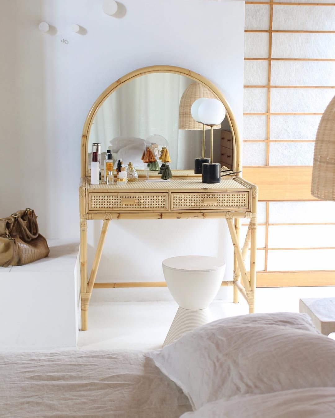 check out da7e4 02742 erenatepaa | Old things in new places; Cane dressing table ...