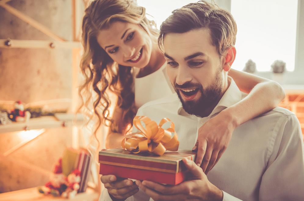 هدايا عيد الزواج للزوج 20 اقتراح وفكرة مميزة لذكرى استثنائية Merry Christmas Wishes Messages Birthday Wishes For Boyfriend Merry Christmas Wishes