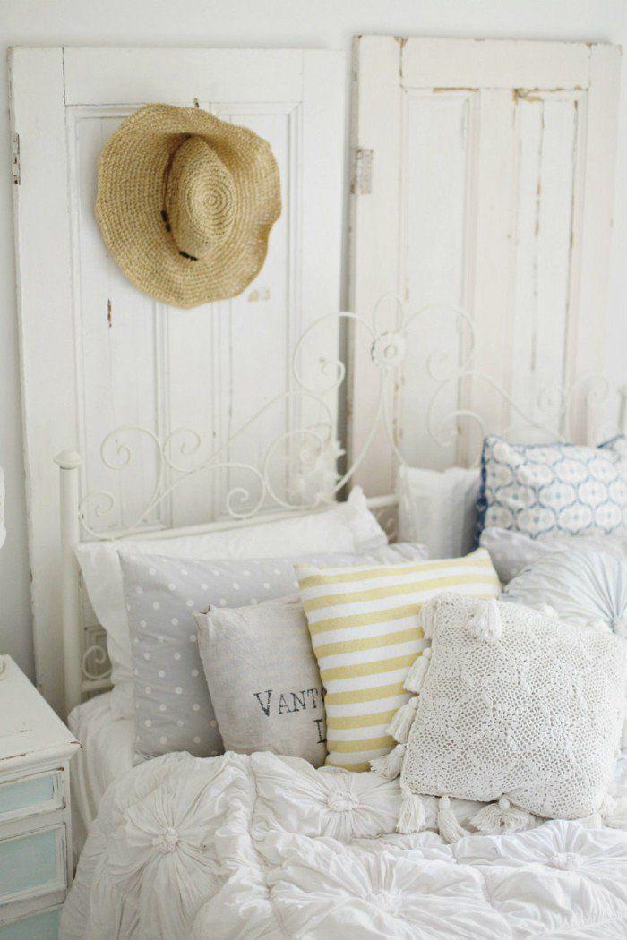 Wohnideen Schlafzimmer Dekokissen Schönes Bettkopfteil Rustikale Elemente