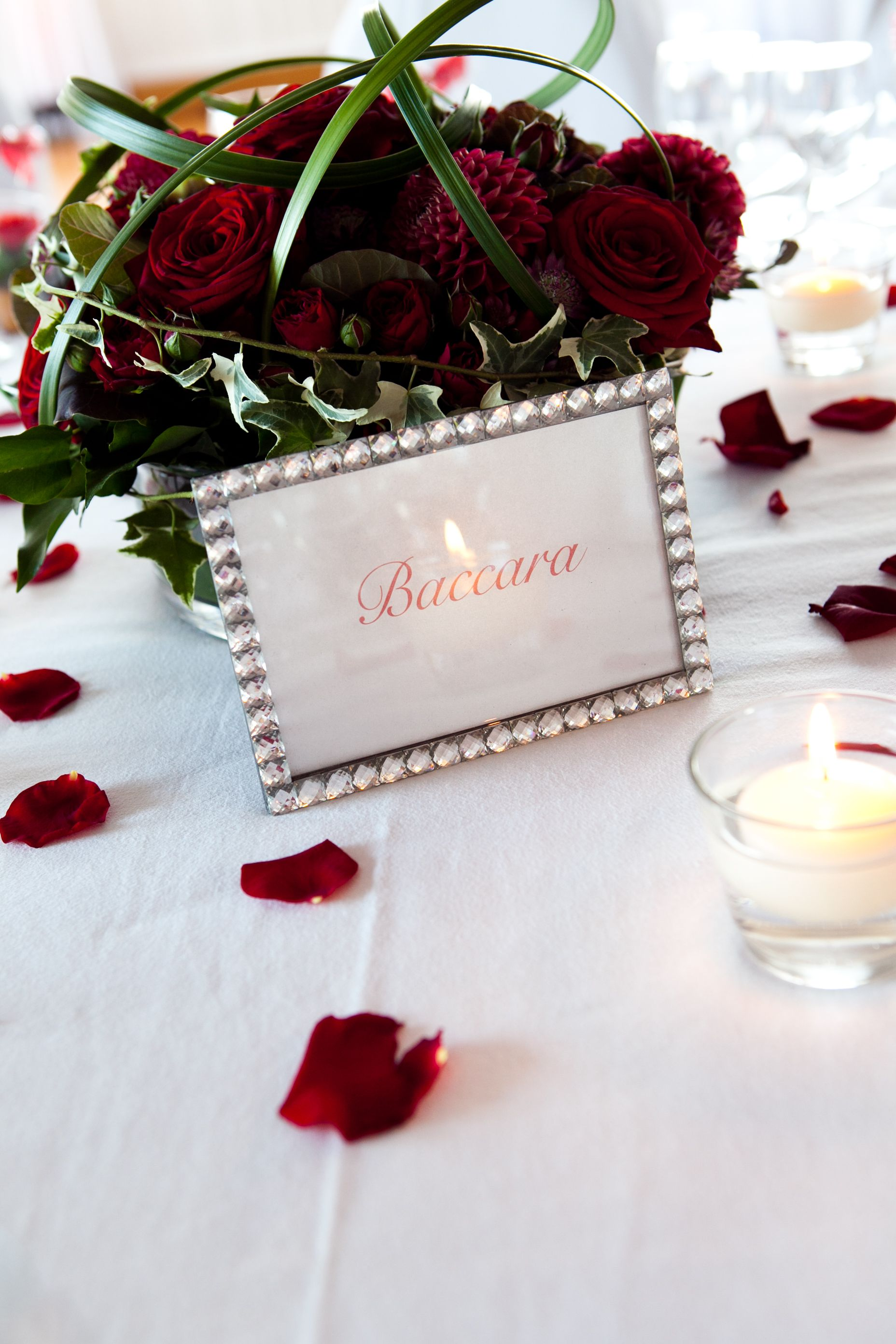 Wedding red roses table decoration Photography by doiinaphotographe ...