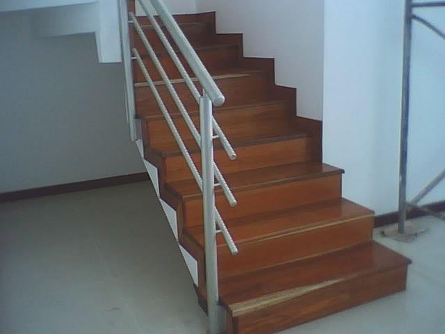 Escaleras en madera fabricas con madera algarrobo paso for Escalera de madera 5 pasos
