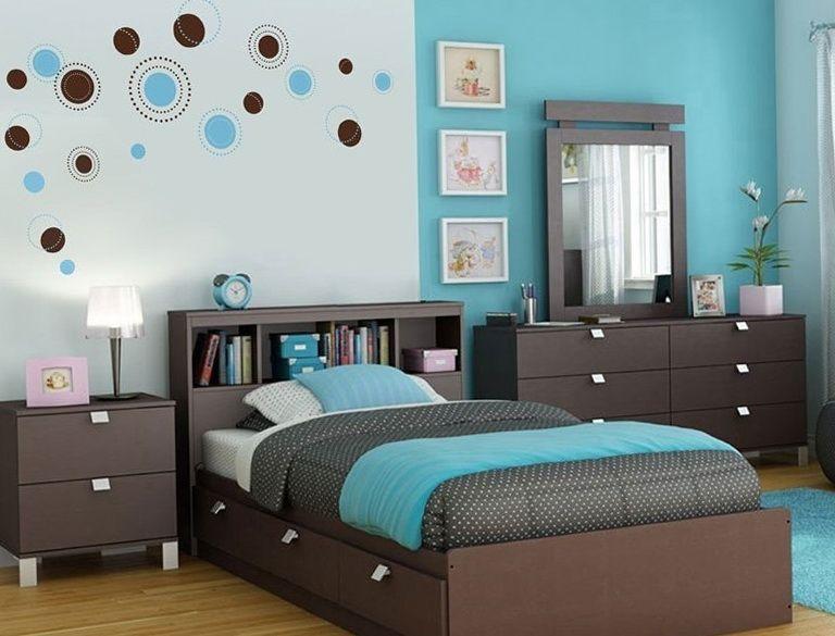 Color turquesa en el interior de un dormitorio http for Colores de cortinas para dormitorio
