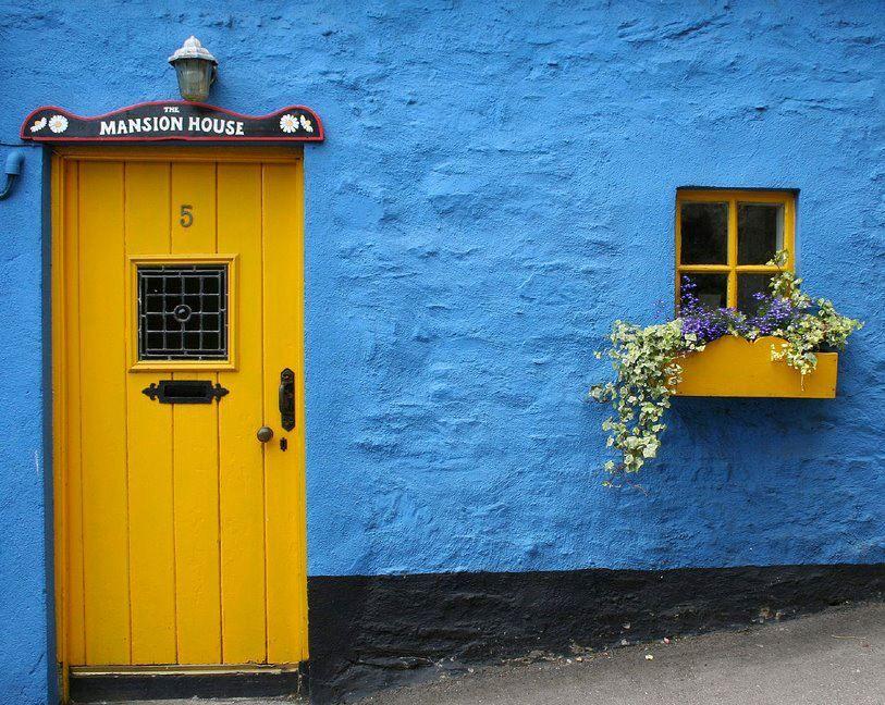 IrelandBleu Azur! Fenêtre fleurie et porte accueillante! Beau - peinture porte et fenetre