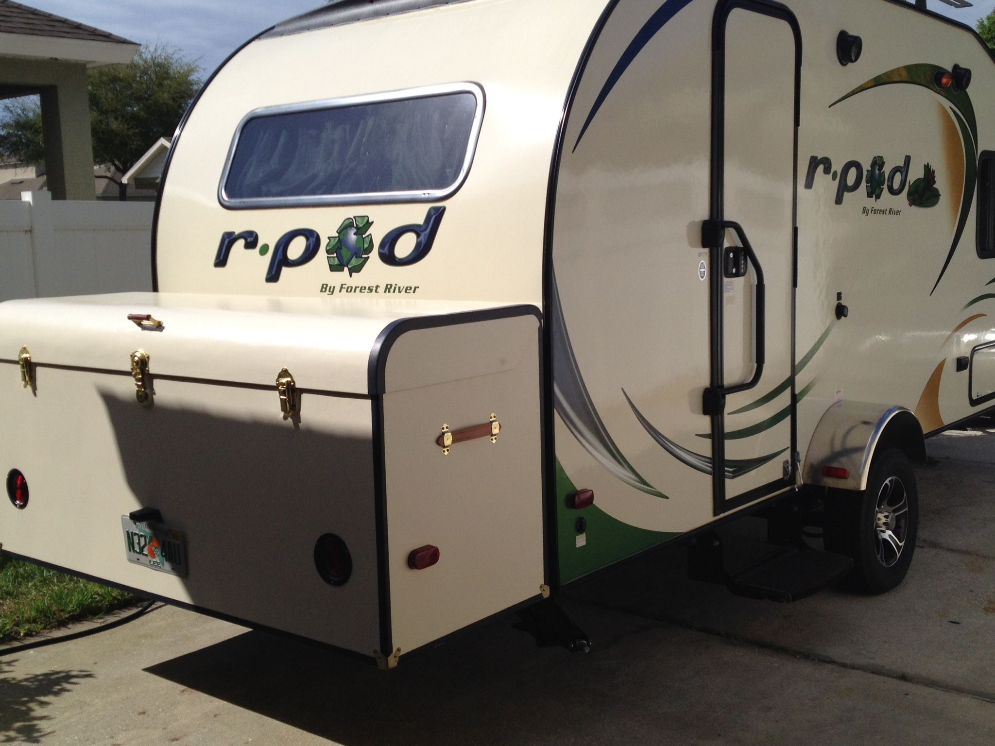 Pin By Alkaabi On R Pod Mods Pod Camper Recreational Vehicles Hybrid Travel Trailers