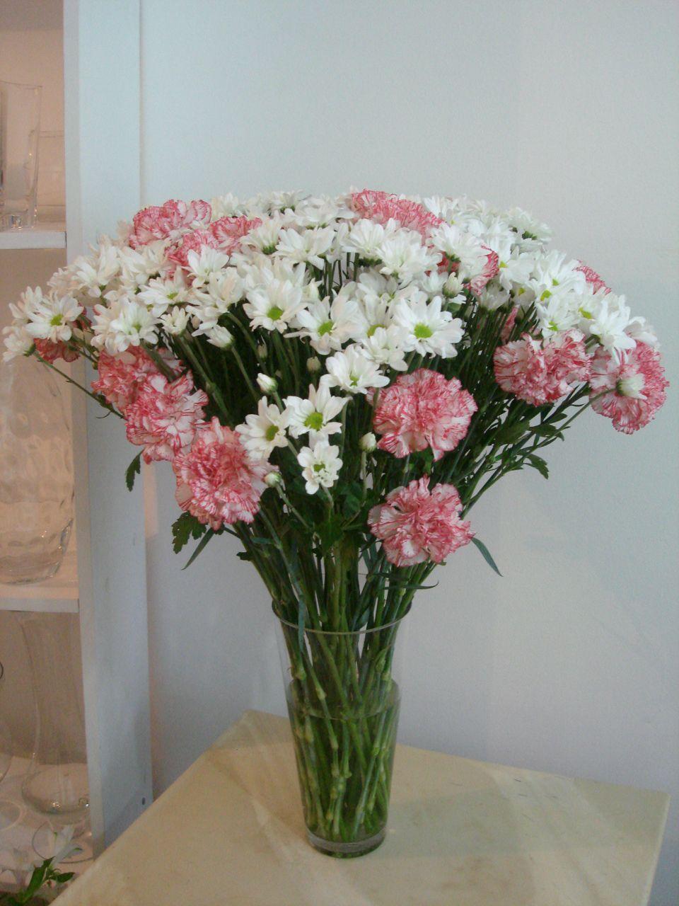 df84815cd 99- Suntuoso vaso de Margaridas brancas e Cravos cor de rosa 80x65 ...