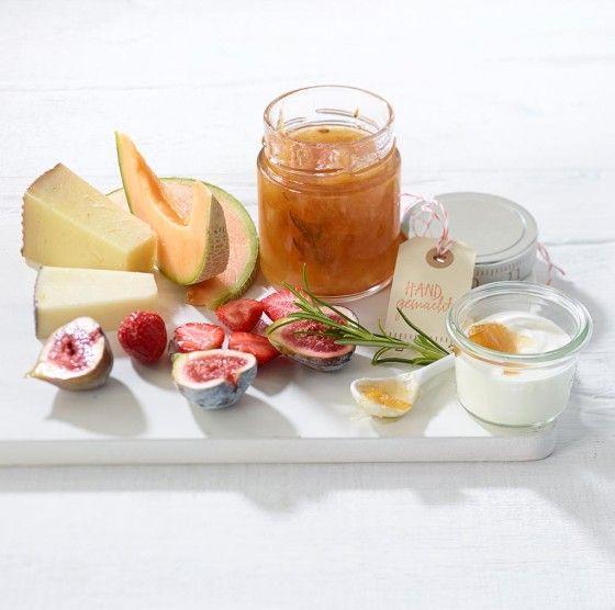 salzzitronenmarmelade mit rosmarin rezept einkochen einmachen einfache rezepte zum. Black Bedroom Furniture Sets. Home Design Ideas