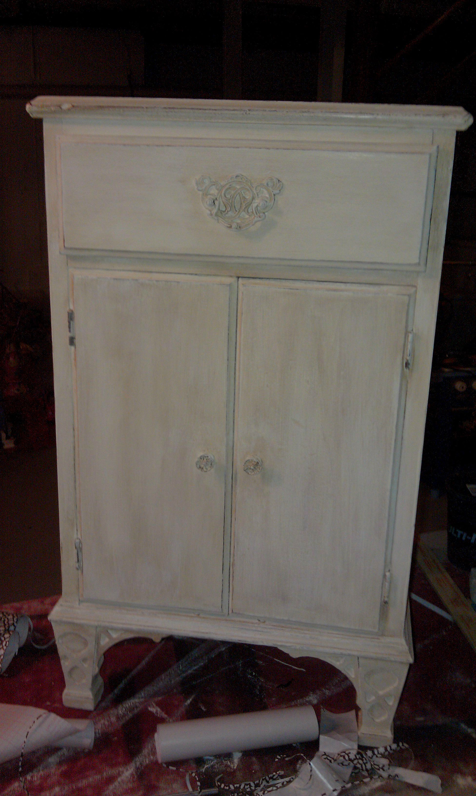 Little cabinet make over.  It's been sitting in my basement, needs a good home.