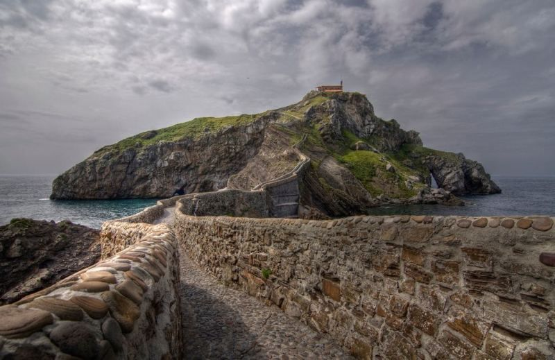 San Juan de Gaztelugatxe : Gaztelugatxe, Bermeo, Basque Country, Spain @}-,-;--