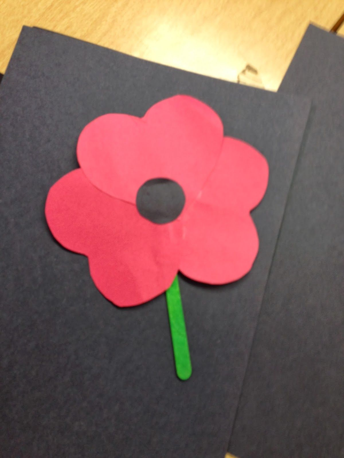 Poppy Crafts: Teaching our kids why we remember | momstown Central Alberta #poppycraftsforkids