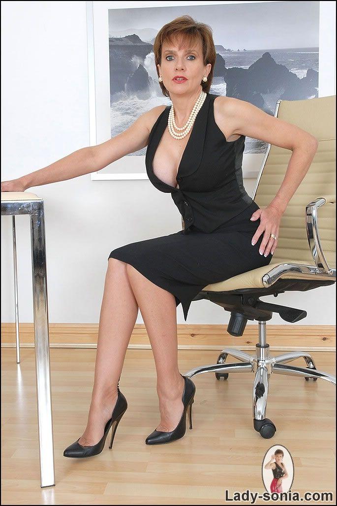 Lady Sonia Cleavage Tease Milf Sonia Lindsey Aka Lady