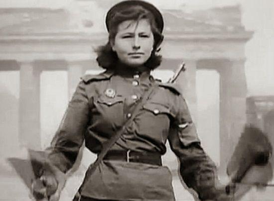 Traffic Russian Woman Soldier 63