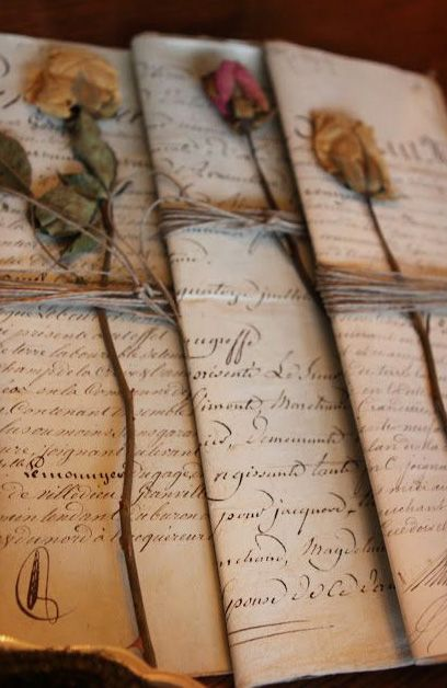 Something we forgot...unfortunately...Vintage Love Letters. Noget mere charmerende end mails - kunne måske bruges i andre sammenhænge! Hvor mange unge har mon prøvet at skrive et brev i hånden til en god ven(inde)?