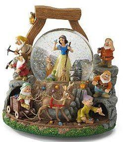Disney Snowglobes Collectors Guide: Snow White Whistle While you Work Snowglobe #snowwhite