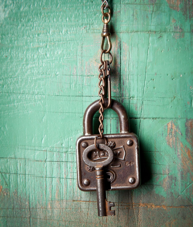 Metal Keys /& Lock Antique White by Manual Lock It Up WIND CHIME