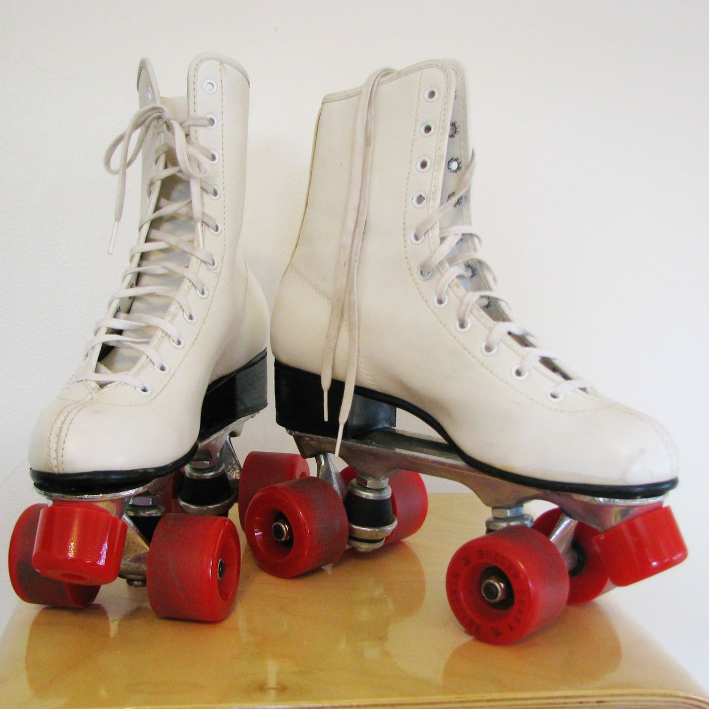 Roller skates vintage - Not Technically A Product But I Do Love Retro Roller Skates