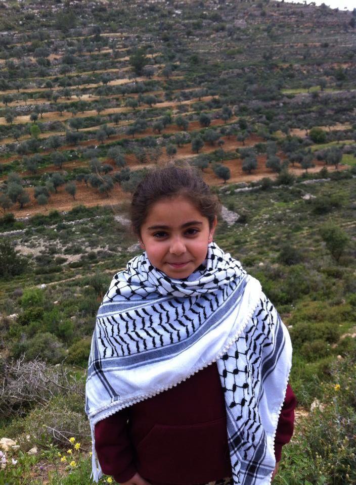 في جمال الطبيعة فلسطين الصور بين الطيرة رام الله وعين قينيا Layan At Palestine Fashion Scarf Baker