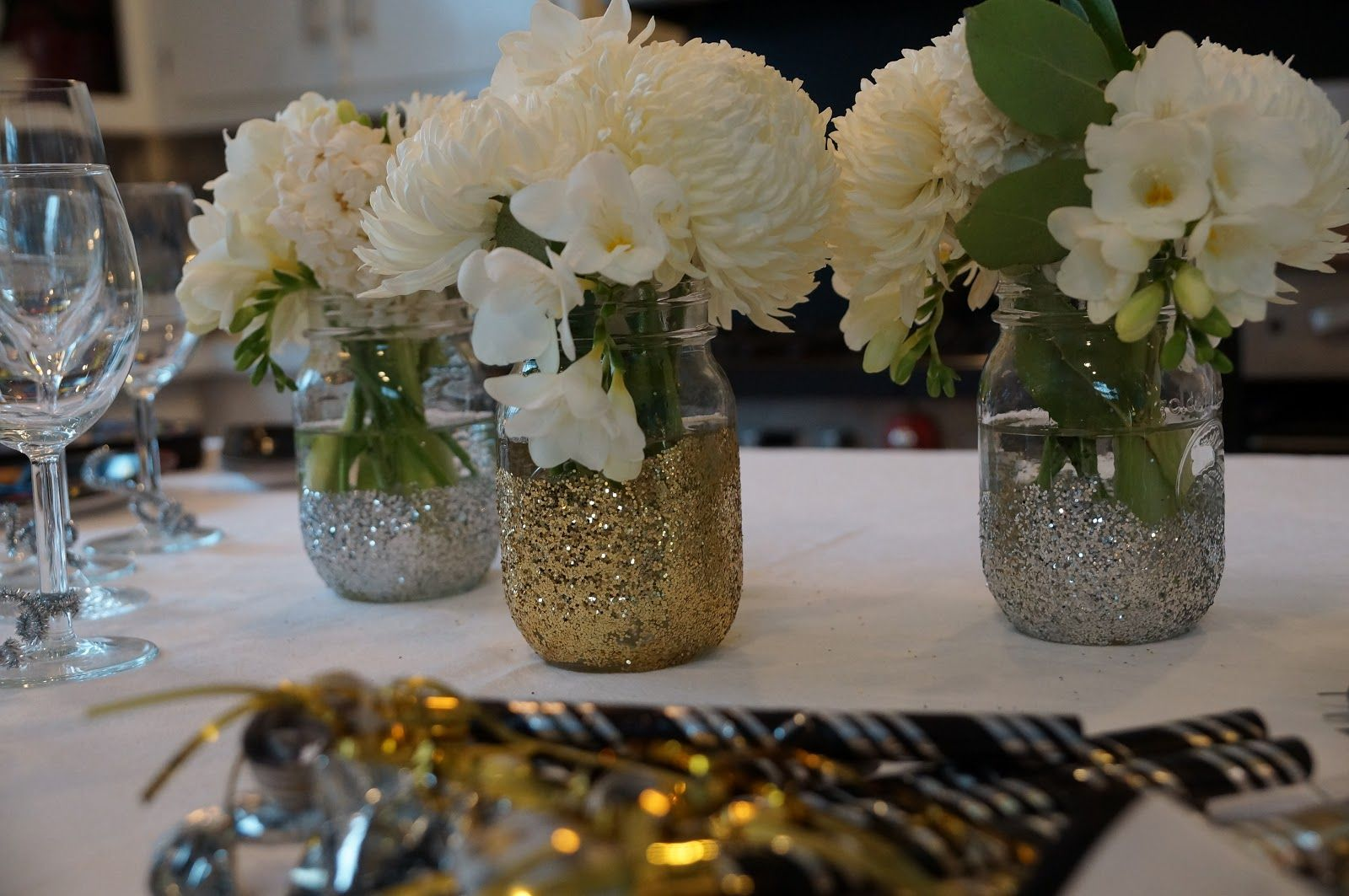 Quick wedding decorations  black and gold mason jar centerpeices  mason jars glitter and spray