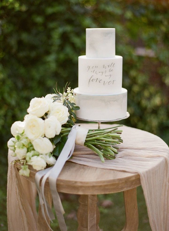 Marble wedding cake with written on | fabmood.com #weddingcake #cake #marblecake #marbleicedcake