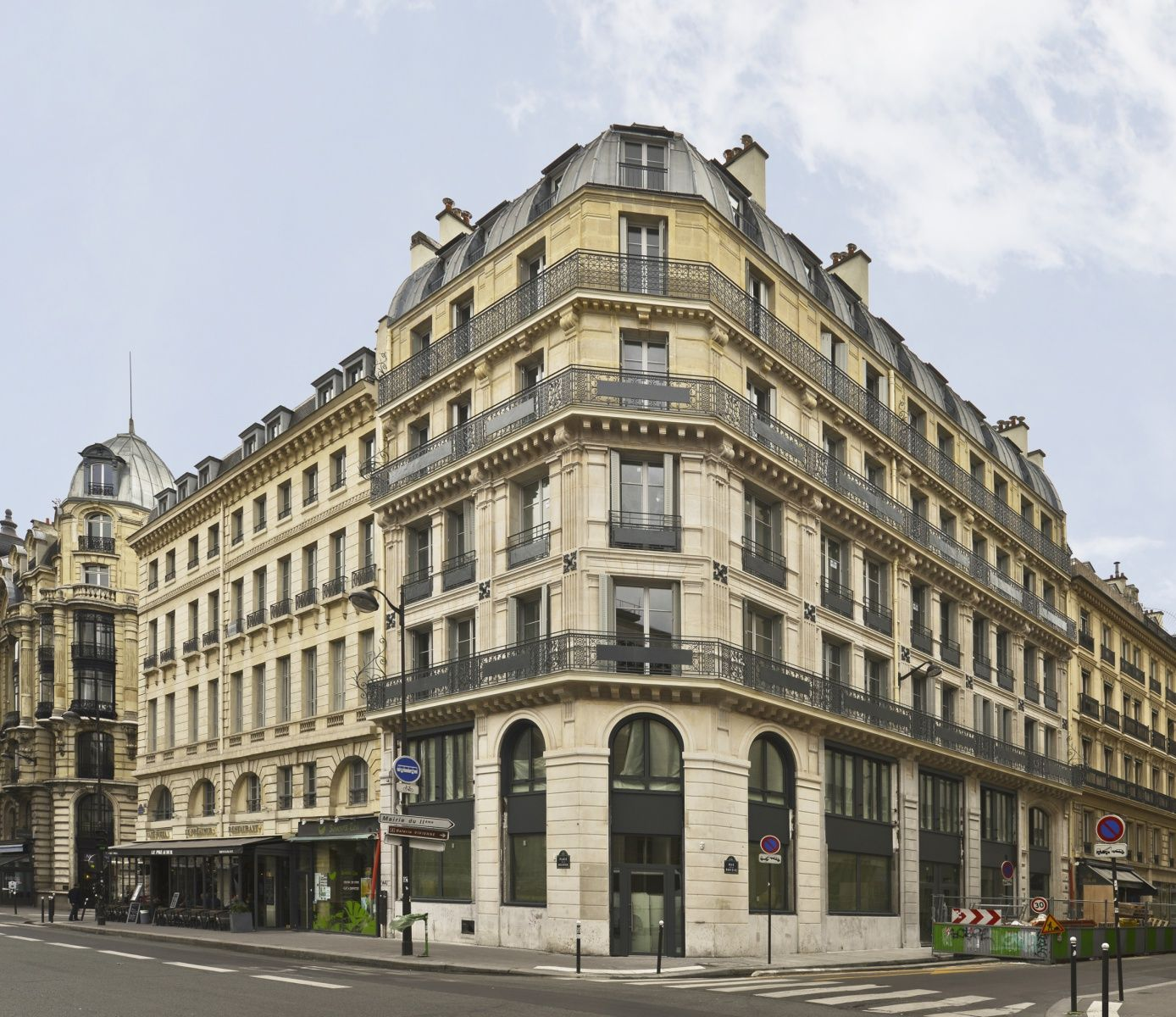 immeuble haussmannien 24 rue de la banque paris 2 paris habitat oph d but 20e s. Black Bedroom Furniture Sets. Home Design Ideas