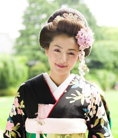 着物に似合う髪型画像|1000+ images about hairstyle on Pinterest | Flower prints, Updo ...|似合う髪型