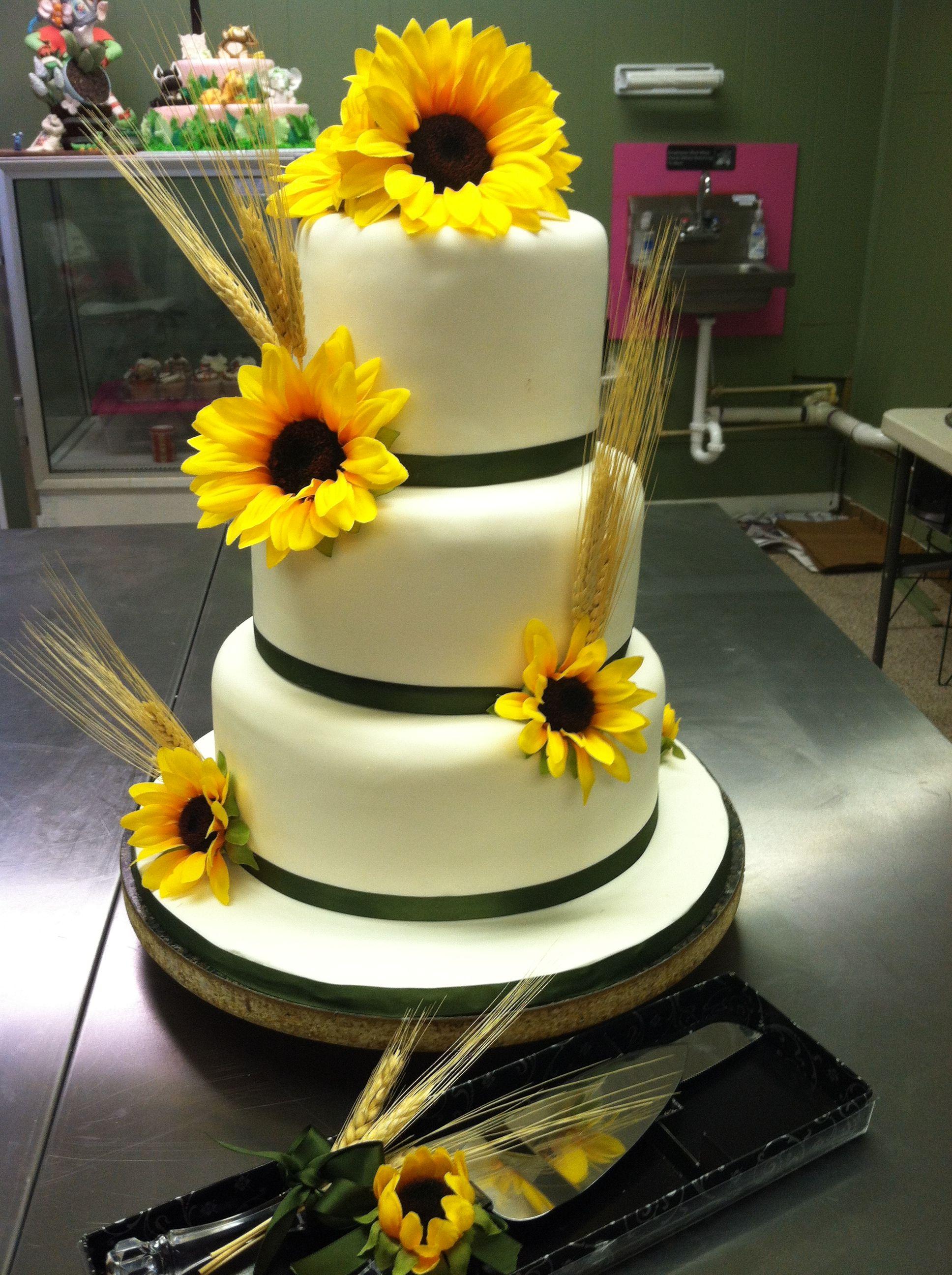 Sunflower wedding cake Sunflower wedding cake, Sunflower